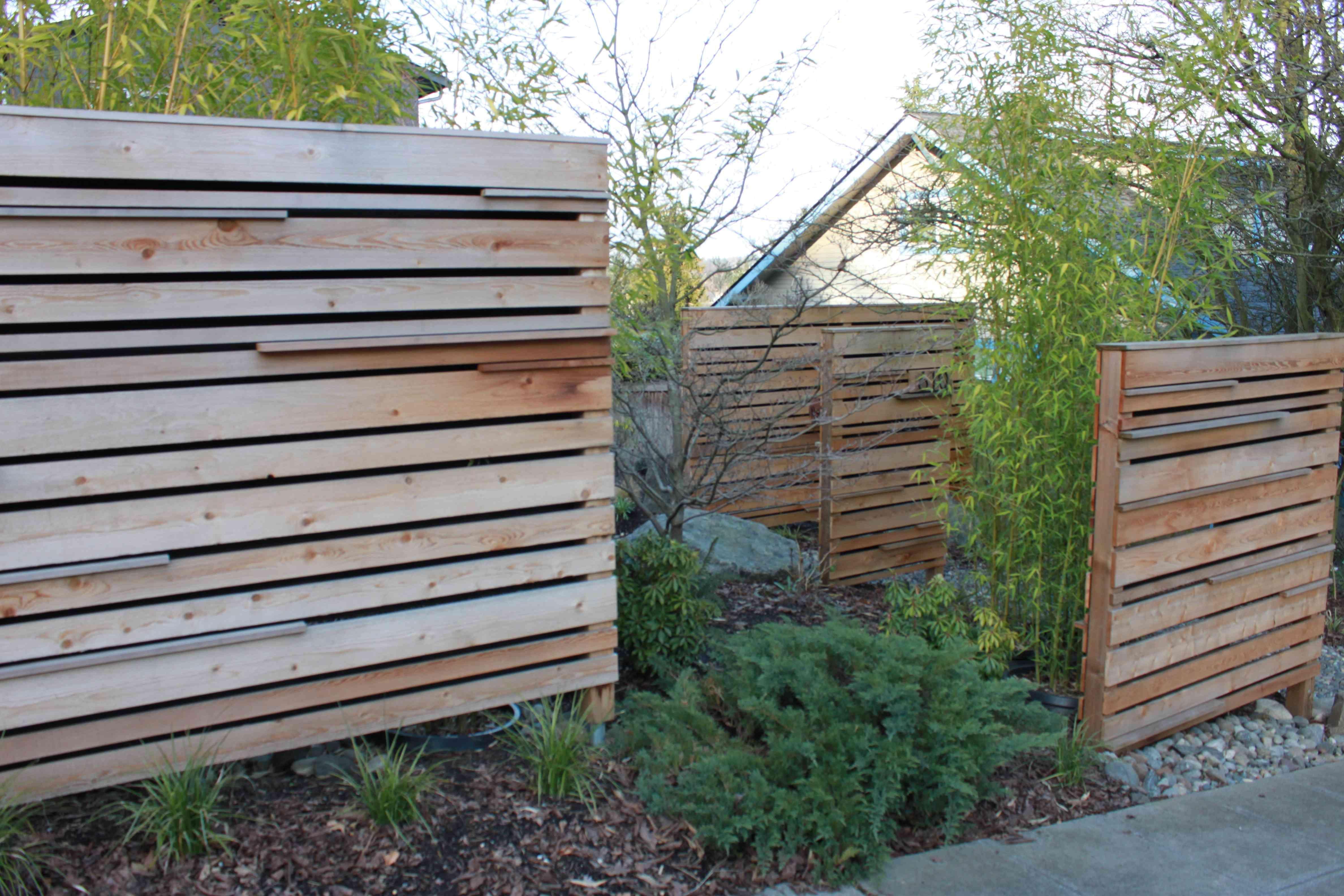 fence design horizontal fence yards and backyard. Black Bedroom Furniture Sets. Home Design Ideas