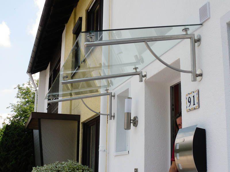 Edelstahlvordach Wien - ein Echtglasvordach mit einer besonders edlen Edelstahlhalterung.