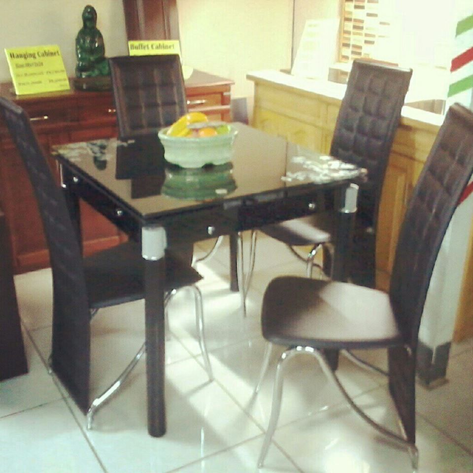 Starter Expandable Dining Set made of tempered glass top/