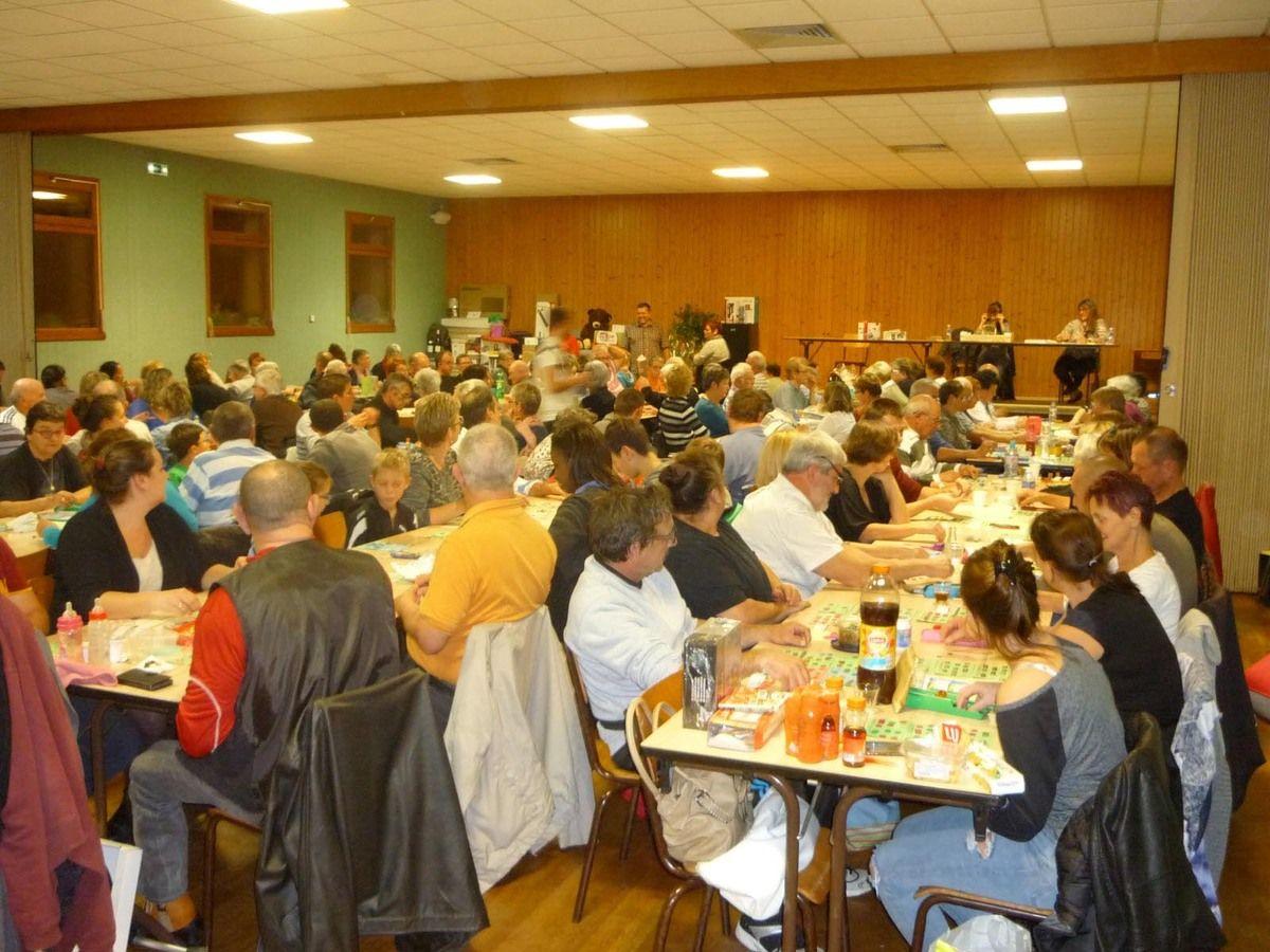 Habituellement, le loto organisé par le Comité de fleurissement avait lieu le dimanche après-midi.Cette année, sous l'impulsion de Jean-Philippe Bourdon,membre de l'association, la manifestation a été avancée à la soirée du samedi.Une décision efficace...