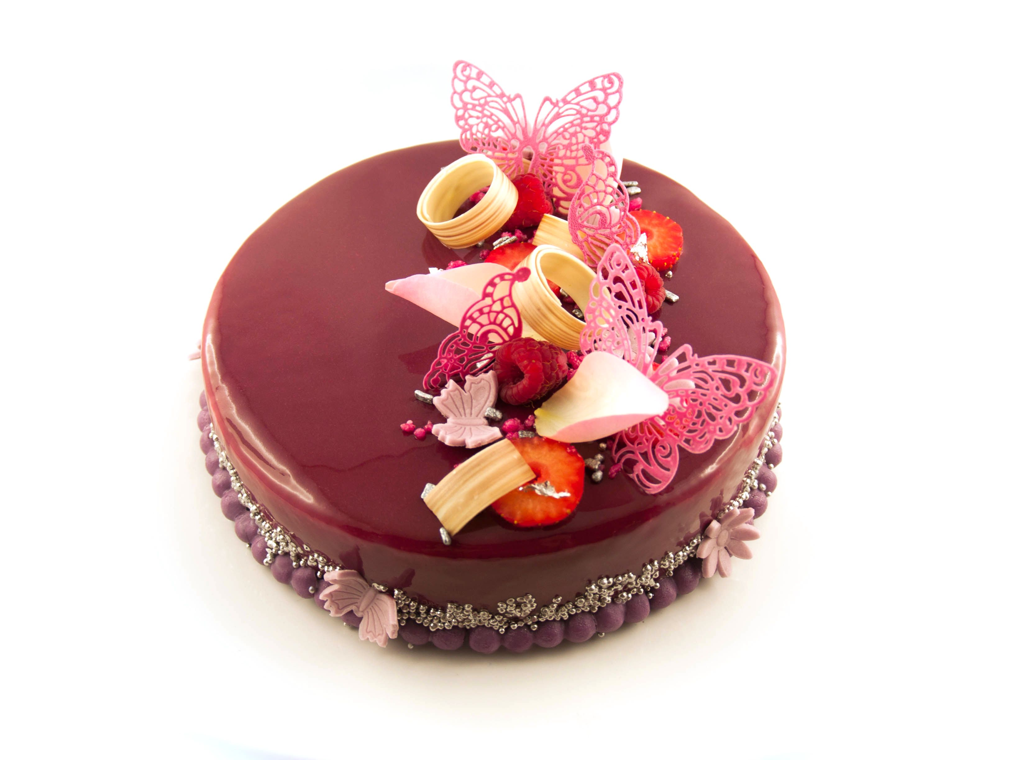 Biscuit framboise confit fraises framboises biscuit macaron cr meux fruits rouge mousse - Decoration gateau glacage ...