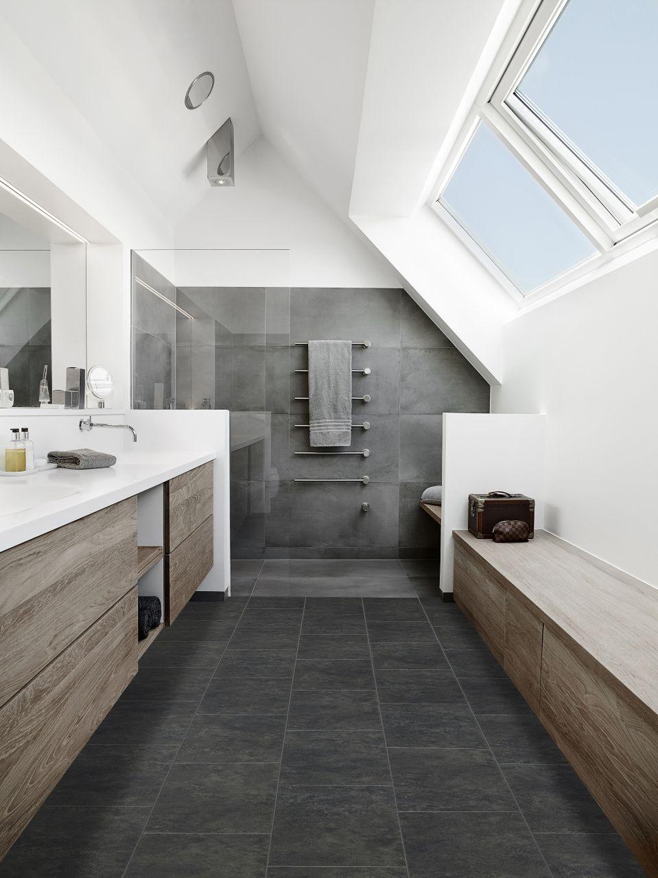 De kleuren in deze badkamer passen goed bij elkaar en het hout geeft het textuur nieuw huis - Wasgoed in de badkamer ...