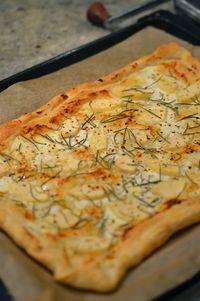 Blätterteig-Tarte mit Ziegenkäse, Birne, Rosmarin und Honig #enjoysiemens #recipeforpuffpastry