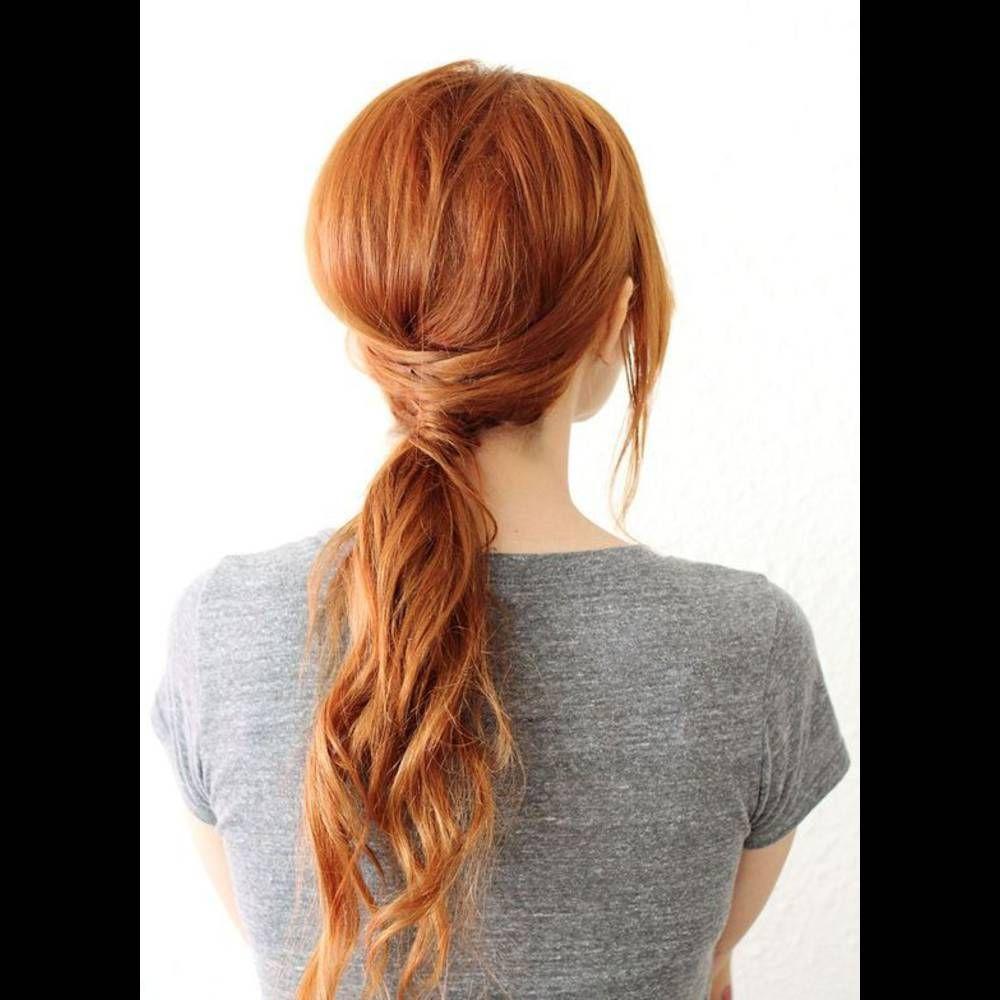 Cheveux attachés en queuedecheval basse printempsété