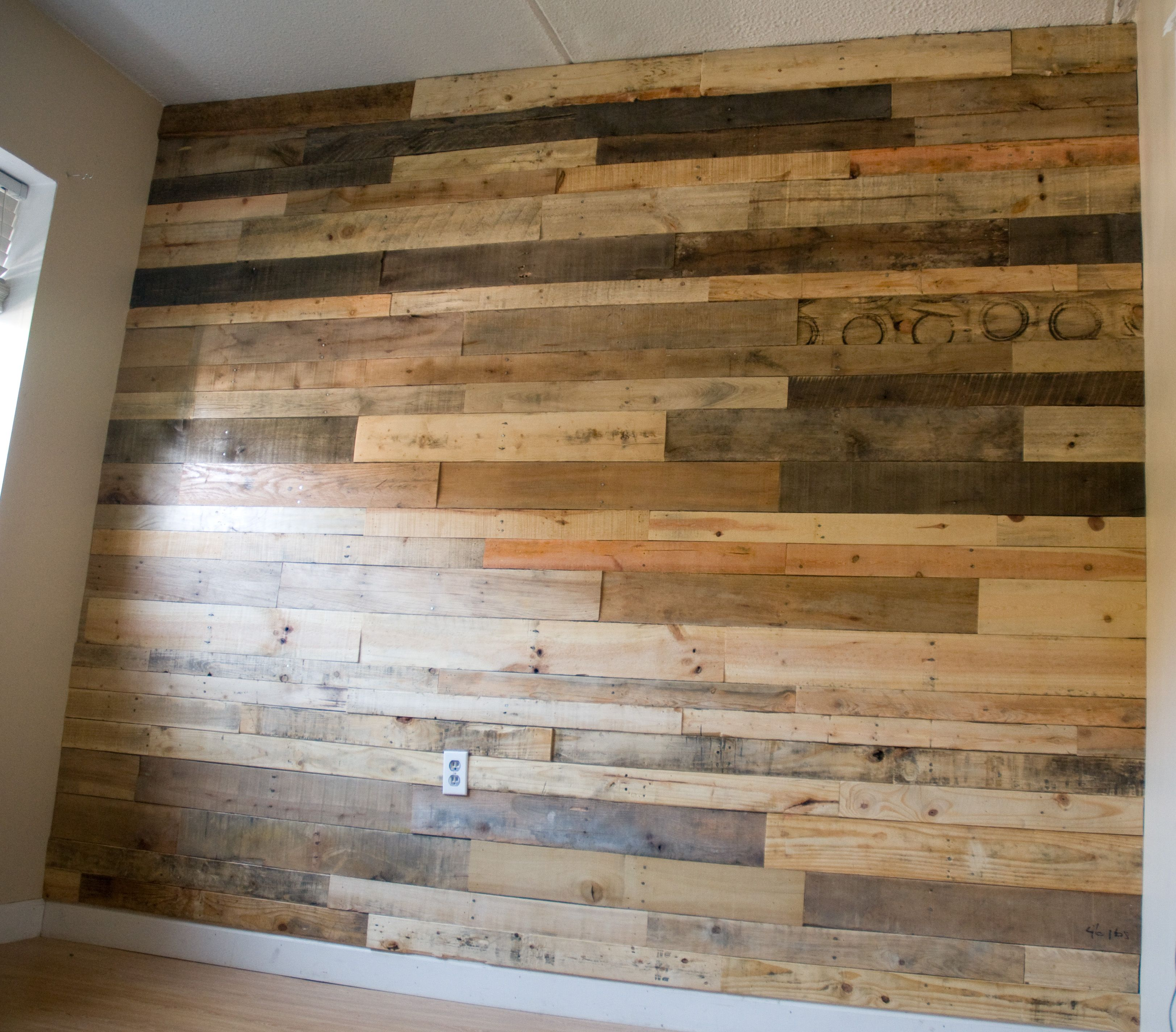 Decorar Paredes Con Palets Pallet Wall I Did In My Apartment Pallets Ideas En 2019