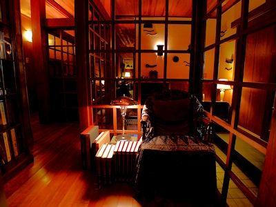 昭和初期の建築と 世界中のアンティーク家具を組み合わせたインテリア
