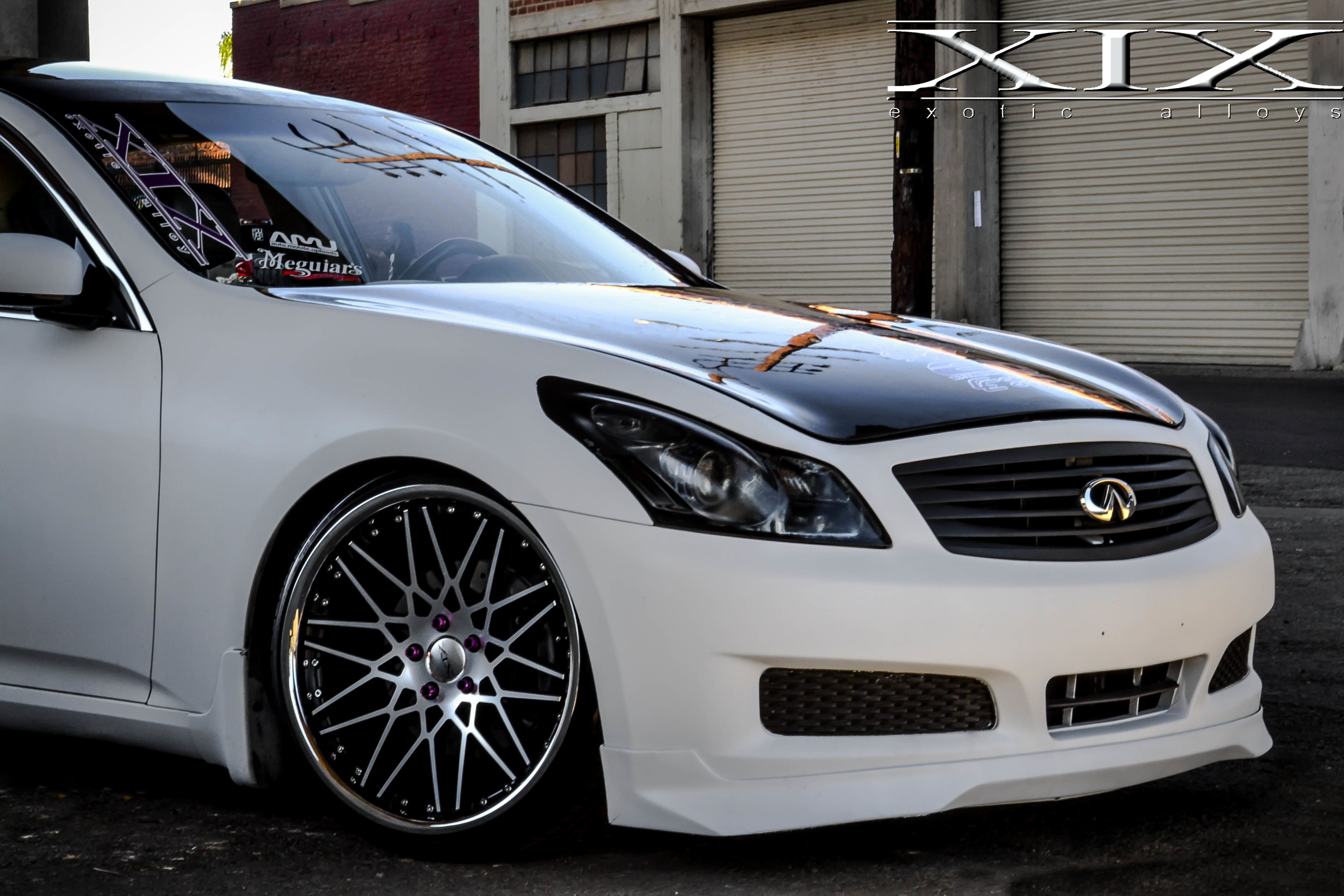Stunning Matte White Infiniti G35 sitting mean on our XIX X25 s For