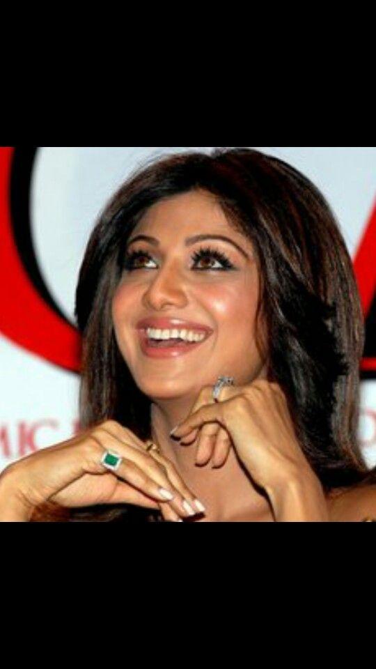 Kareena Kapoor Coral Ring Design - Ameesha Patel Fans
