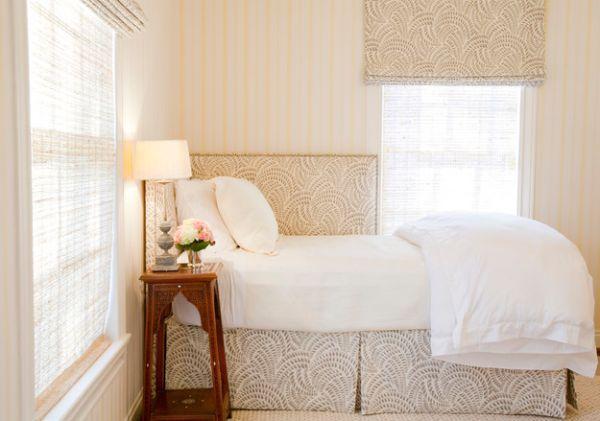 Kleine Schlafzimmer Dezent Gemusterte Bett Und Fensterrolle
