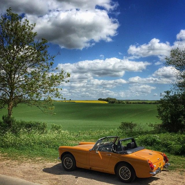 @johnkernickphotography an #MGMidget parked overlooking the South Downs on a beautiful spring day this week. #ukcountryside #hampshire #latergram