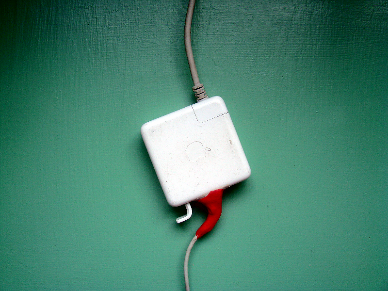 Repair an Apple Mac powerblock with sugru | Clean electronics ...