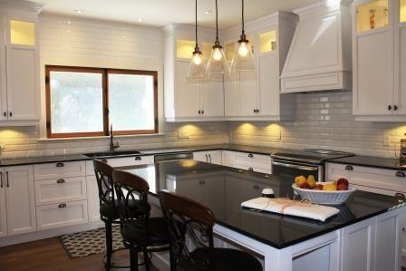 Merisier laqu cuisine champ tre maison des ann es 20 for Designer interieur rive sud
