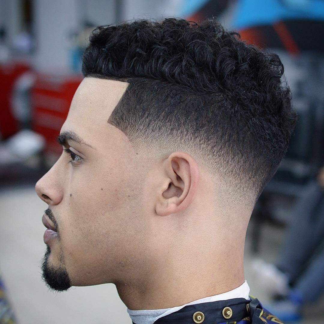 Lovely Andyauthentic Low Skin Fade Curly Hairstyle For Men 2017 #menshairstyles  #menshaircuts #menshair #hairstylesformen #haircuts #fades #fadehaircuts ...