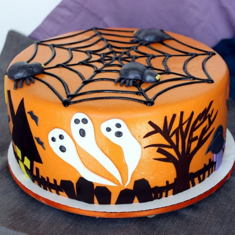 halloween torten idee mit spinnennetz und gespenstern kuchen torten cookies cake. Black Bedroom Furniture Sets. Home Design Ideas