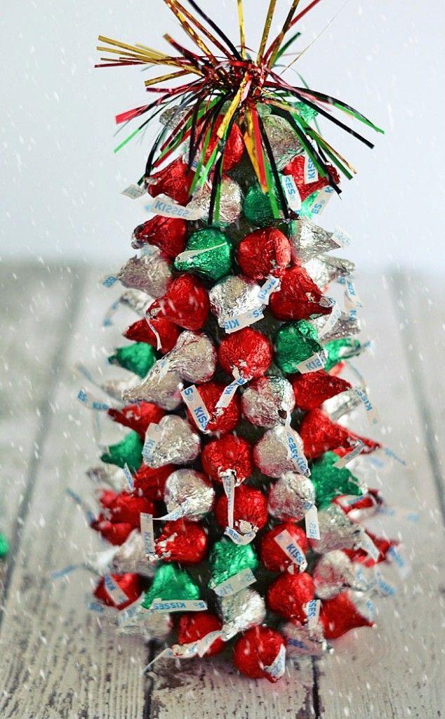 kiss mas tree centerpieces christmas christmas table rh pinterest com