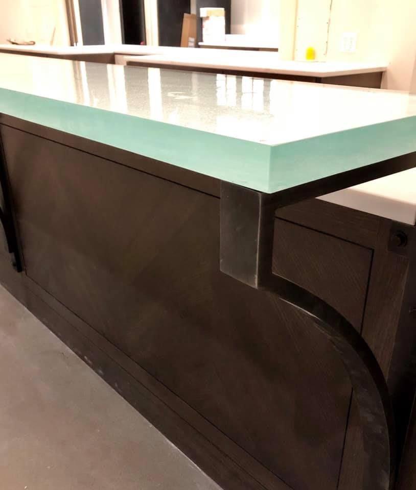 installation complete on a 1 1 2 u201d thick cast glass bar top w silver rh pinterest com