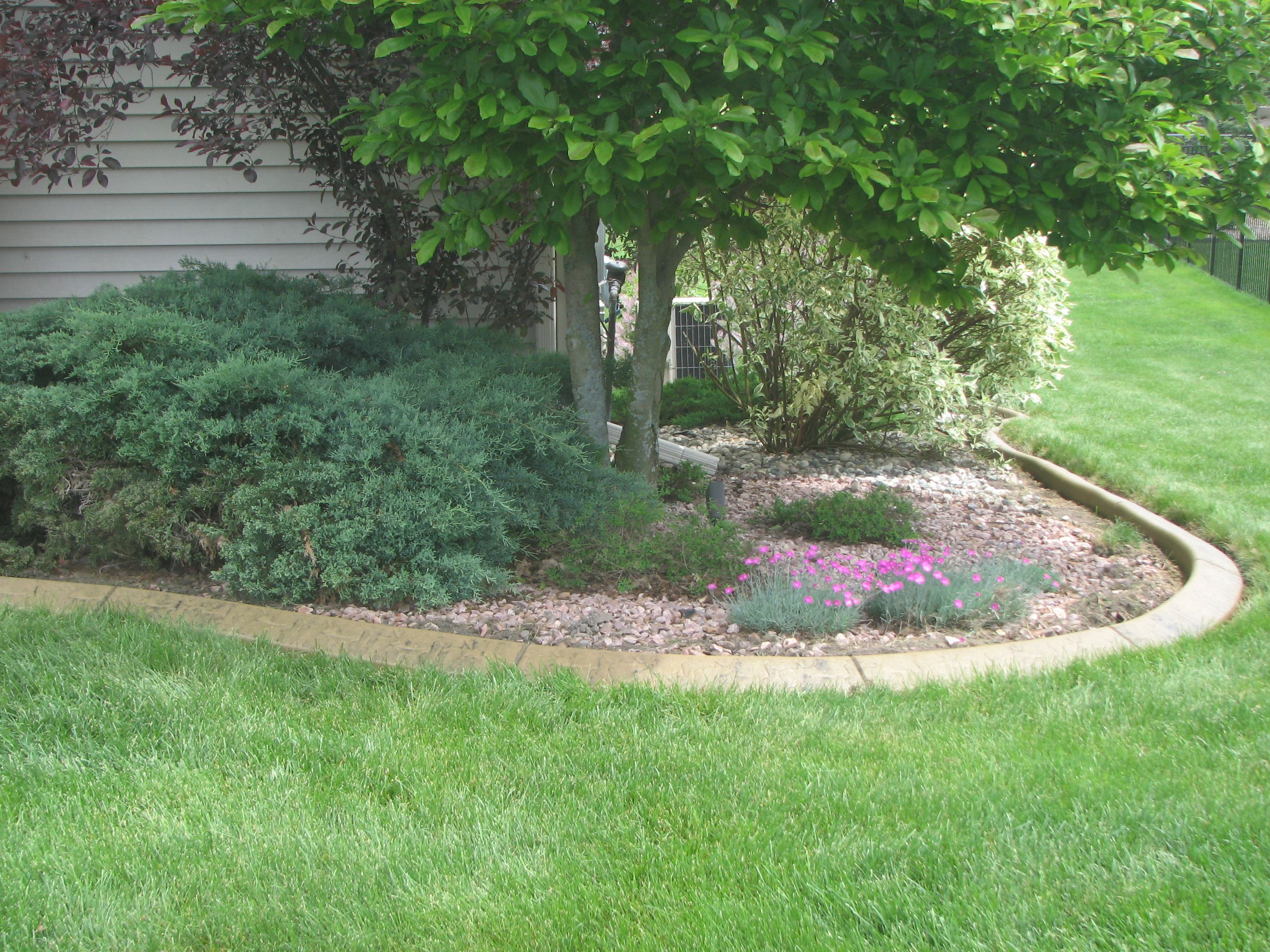Upgrade your lawn and garden edging using decorative concrete edging ...