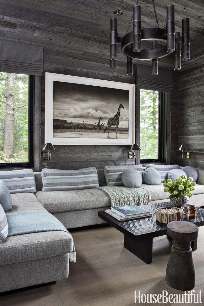 This beautiful lake cottage in Ontario belongs