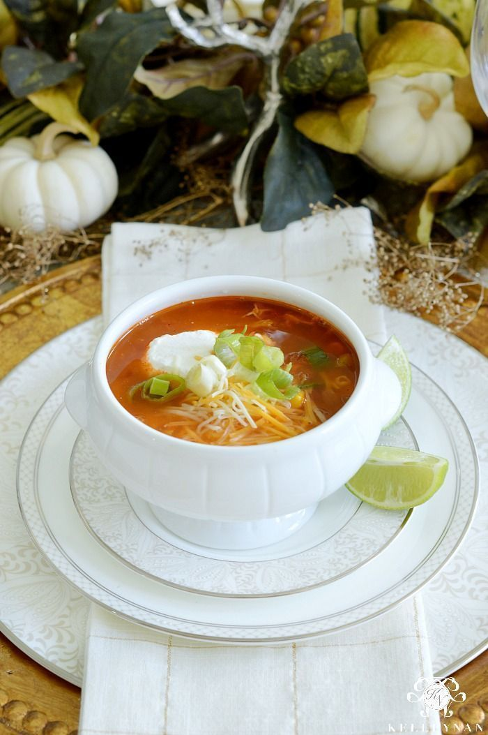 Fall Tablescape with Greenery and the Best Chicken Tortilla Soup #chickentortillasoup