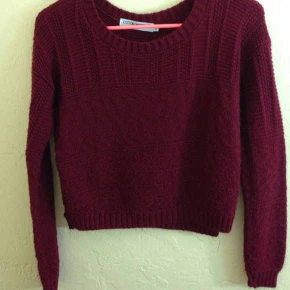 Cropped red sweater Perfect for parties in the winter! Very warm ...