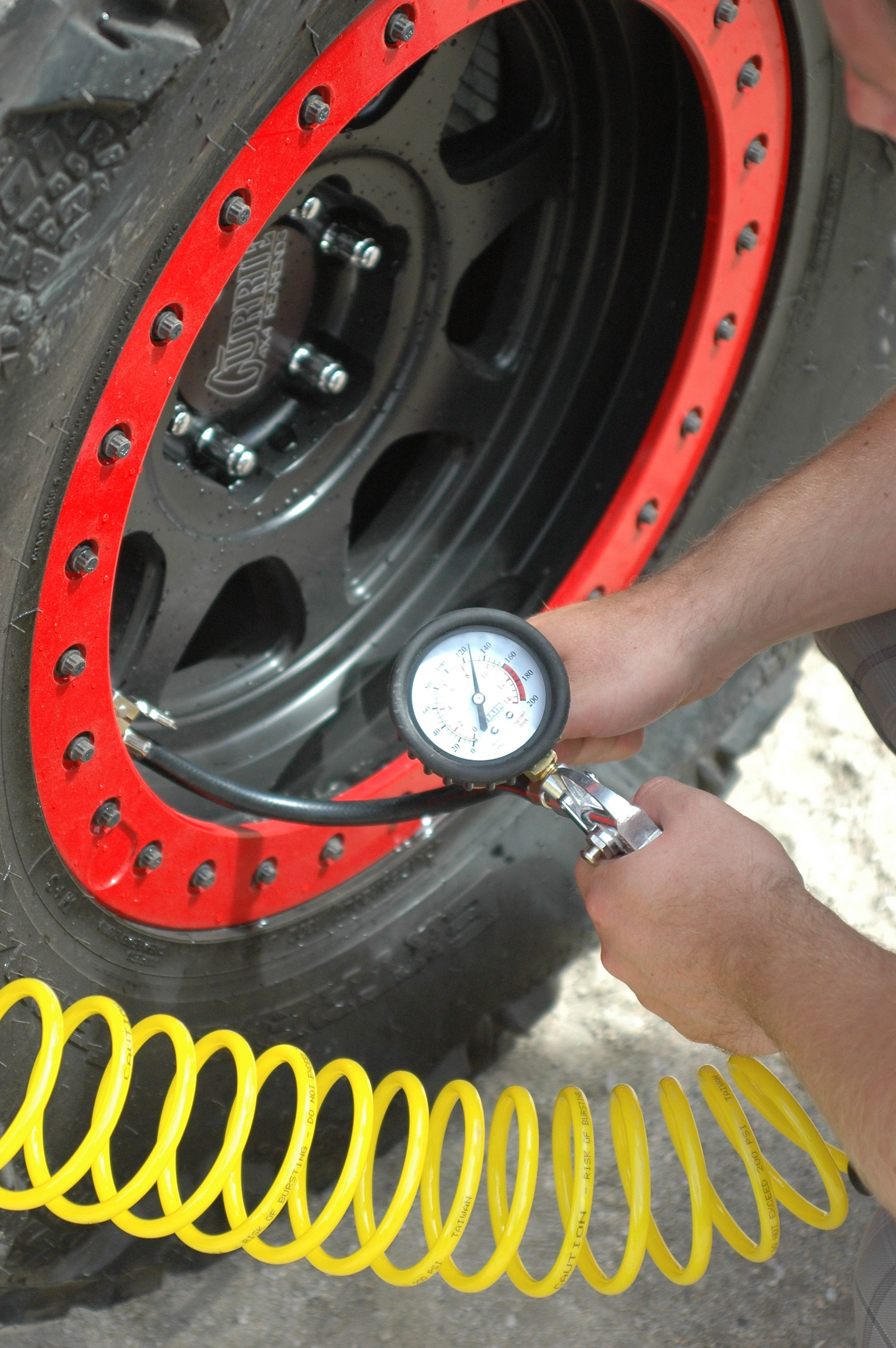 VIAIR Jeep JK with 5 in 1 Inline inflation/deflation coil
