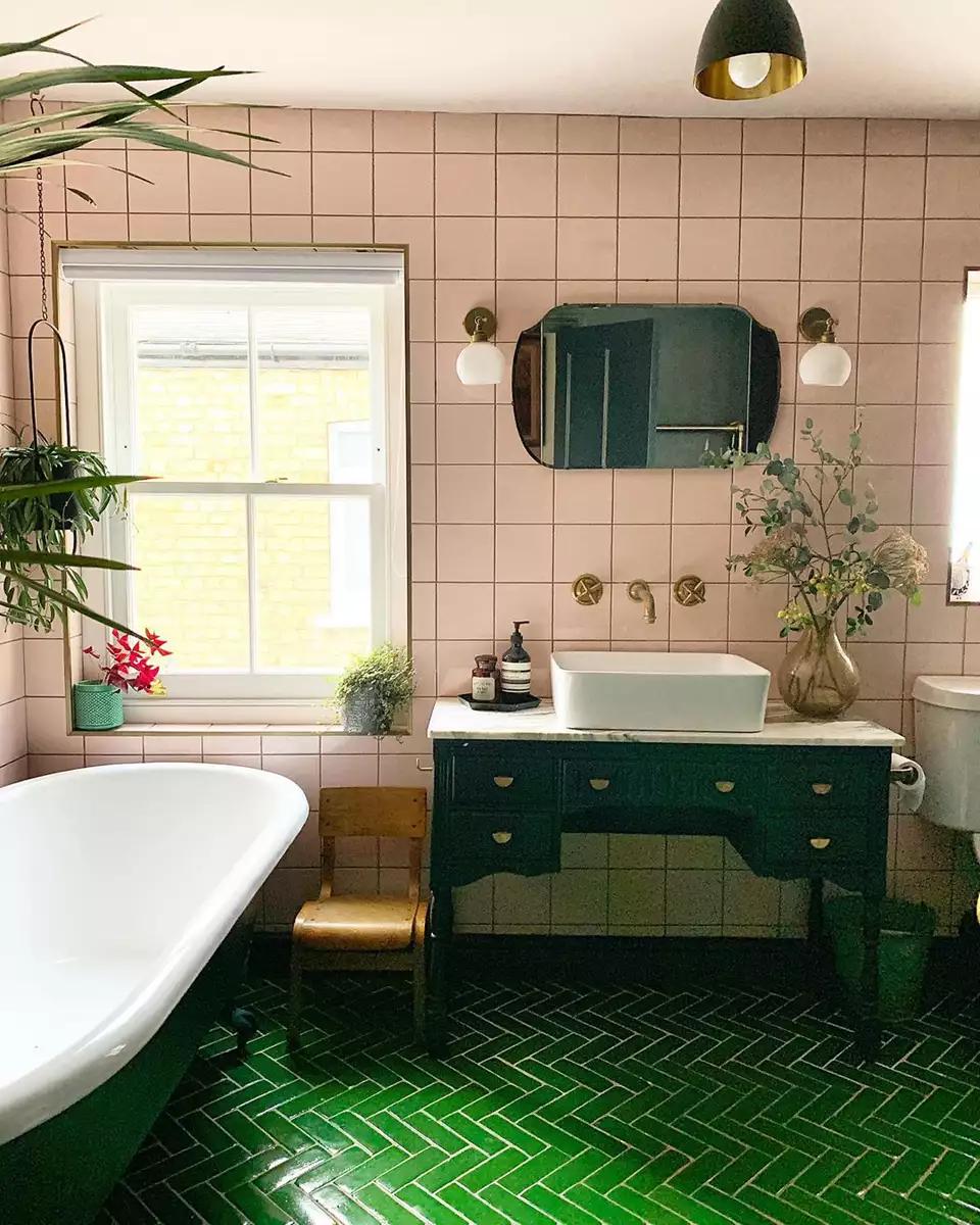 14 Ideas For Gorgeous Green Bathrooms Green Bathroom Decor Green Tile Bathroom Seafoam Green Bathroom