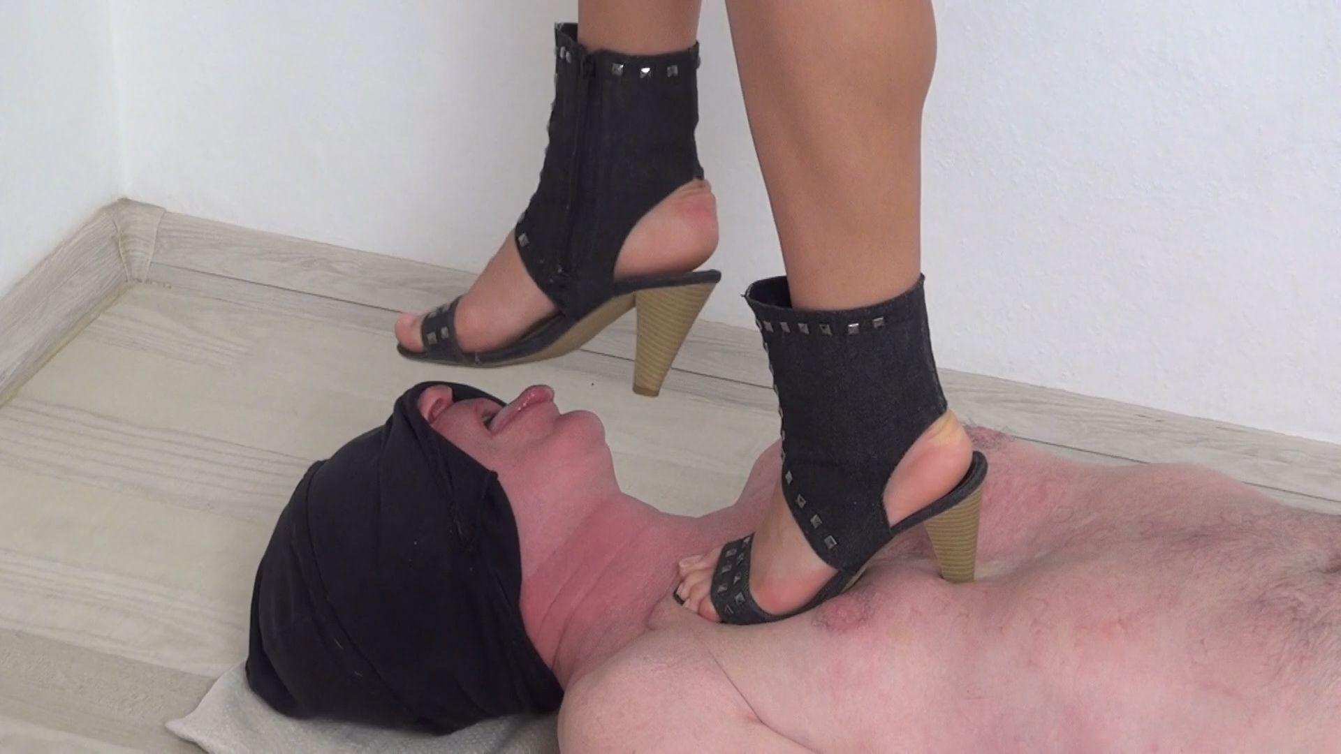 Kimberly BRUTAL Trampling trampling highheels
