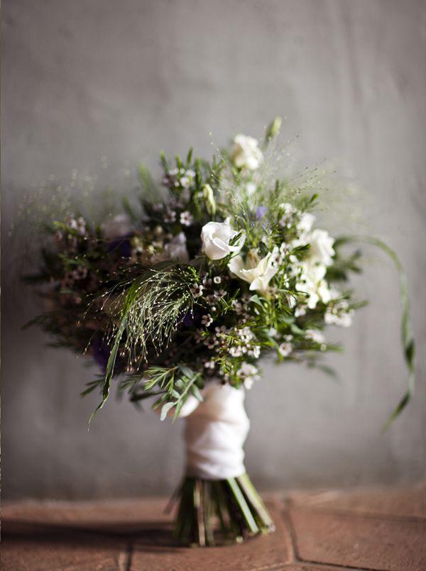 Ramo de novia campestre ¡Precioso! {Foto, Noemi Jariod} #bridalbouquet #spain