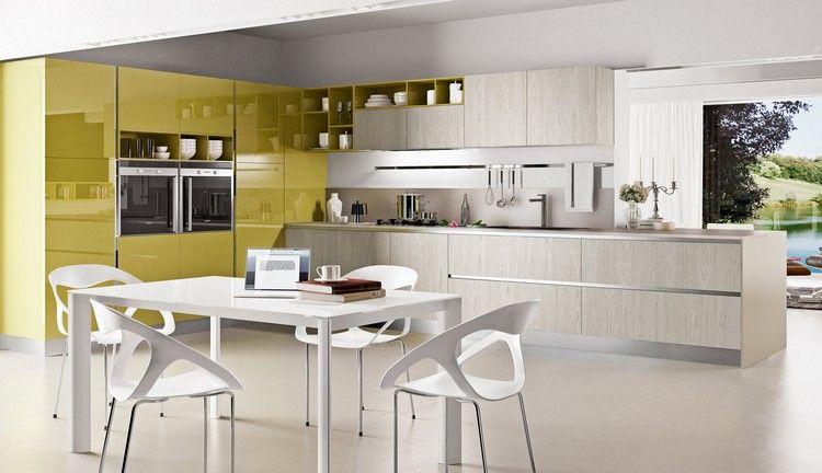 modèle de cuisine moderne en bois et jaune moutarde avec coin à ...