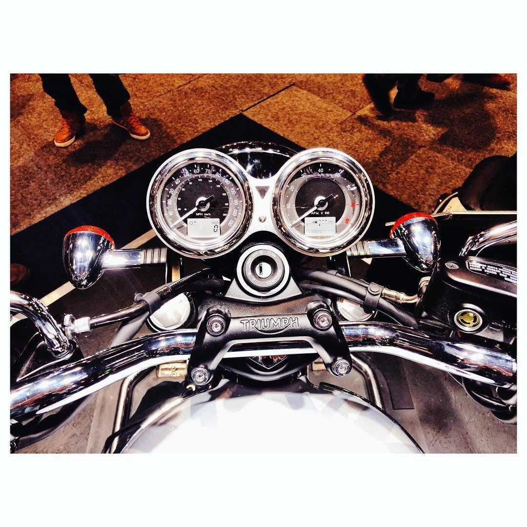 The Triumph T120 Diamond Is Mega Sparkly Triumphbonneville