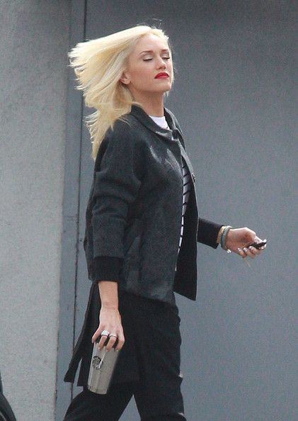 Gwen Stefani Photos Photos - No Doubt front woman Gwen Stefani arrives at a music studio in Burbank, CA on October 11th, 2012. Her band just released their new album 'Push And Shove,' is it already time for another solo album? - Gwen Stefani Arrives At The Studio