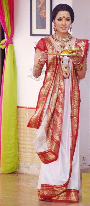 6347f127cbcb4f Bengali Sarii Styles   Sarees   Pinterest   Saree, Indian outfits ...