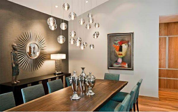 Moderne Esszimmer Holz Esstisch Mit Polsterstühlen Wandgestaltung  Pendelleuchten