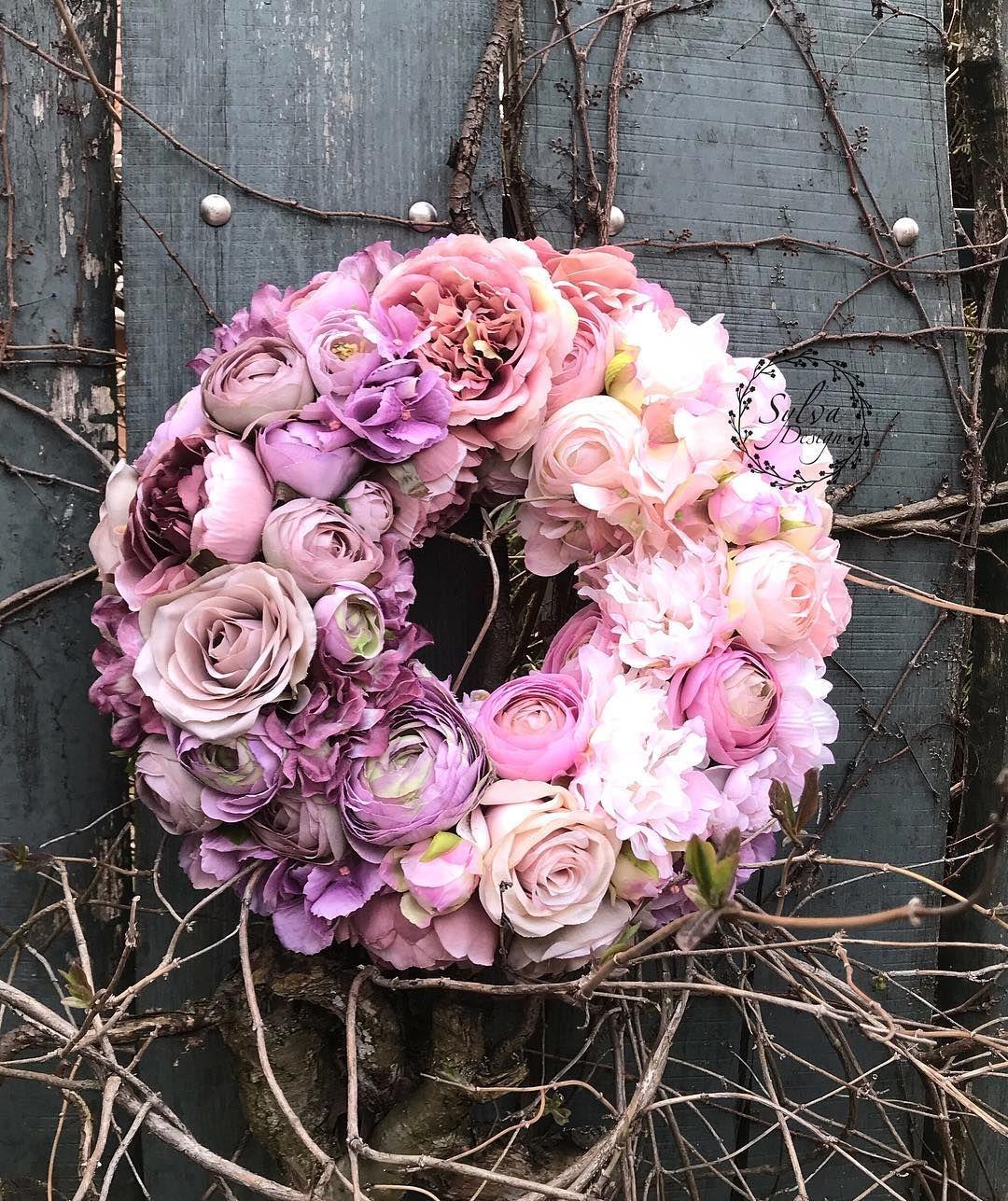 """Photo of Sylva Design on Instagram: """"Tőlem, nektek, csak úgy ???! . . #sylvadesign #mywork #mystyle #lovemyjob #flowers #wreath #fauxflowers #mutimitcsinalsz #szeretned…"""""""
