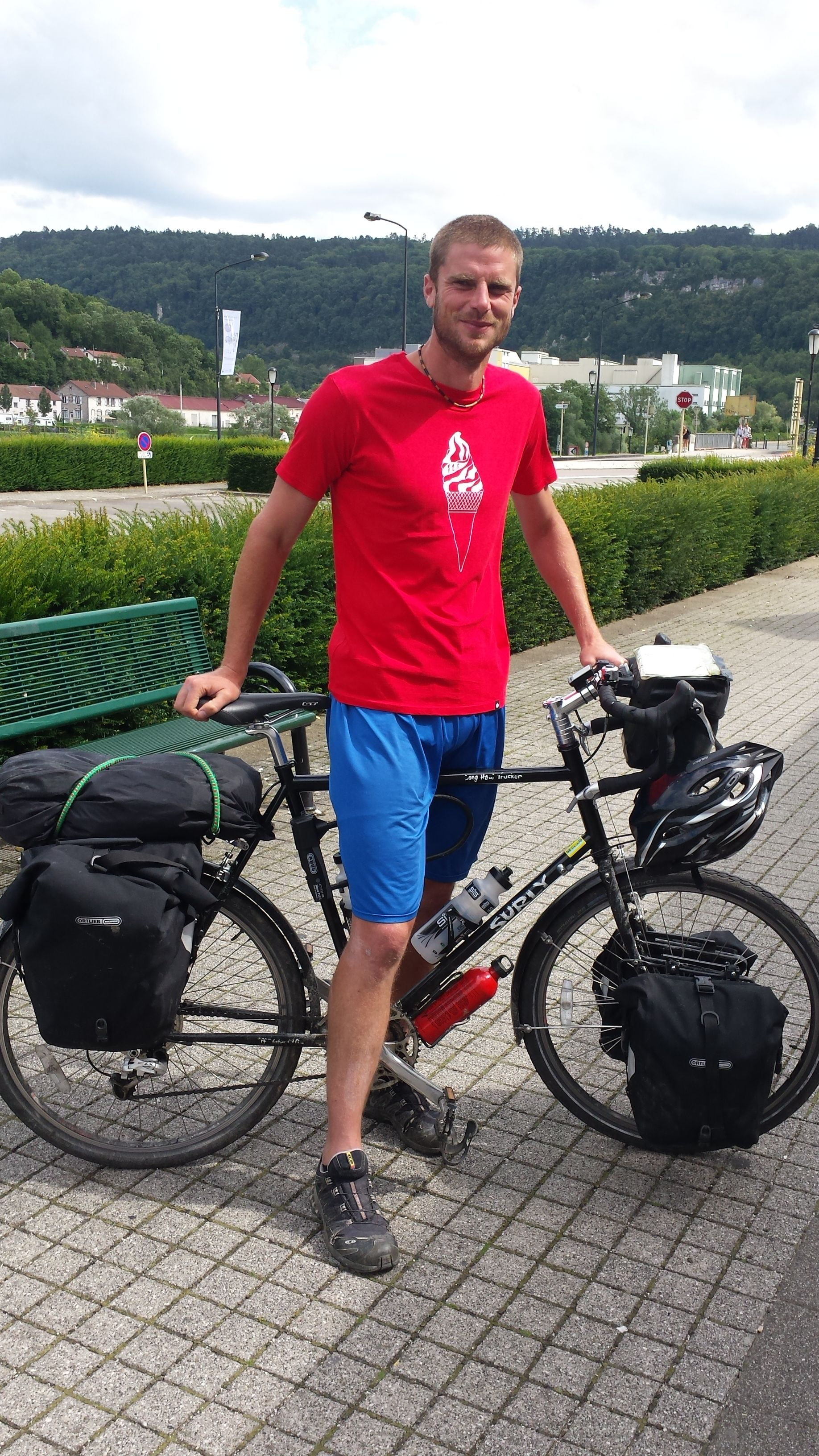 In desperate need of a clean t-shirt, Glower caught up with Simon Weeks in Besançon, France. 900 km to go on his ride from Italy to England. Keep pedalling, you! #cycling #touring #glowermoments #thinkoutside #graphictees #casualclothing #handprinted #screenprinting