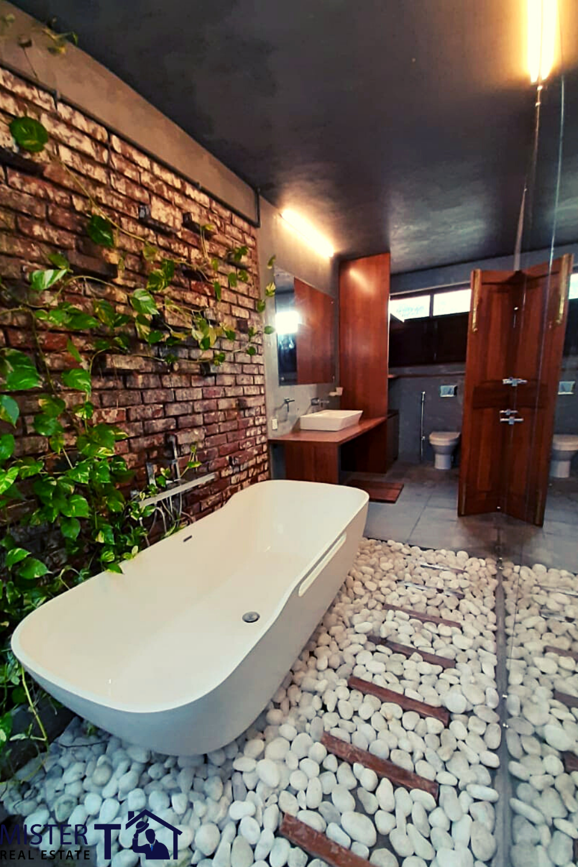 Luxury Bath #luxuryliving #luxuryhomes #luxury #bath #bathrooms #houseplans #srilankarealestate #realestateagent #interior #homedecor #interiordesign #srilanka