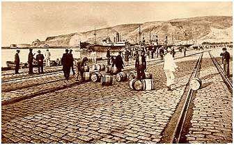 Toneles que transportaban la famosa uva de Almería. Antes de los invernaderos, Almería era conocida por su uva de mesa de piel resistente y que soportaba la travesía en las bodegas de los barcos.