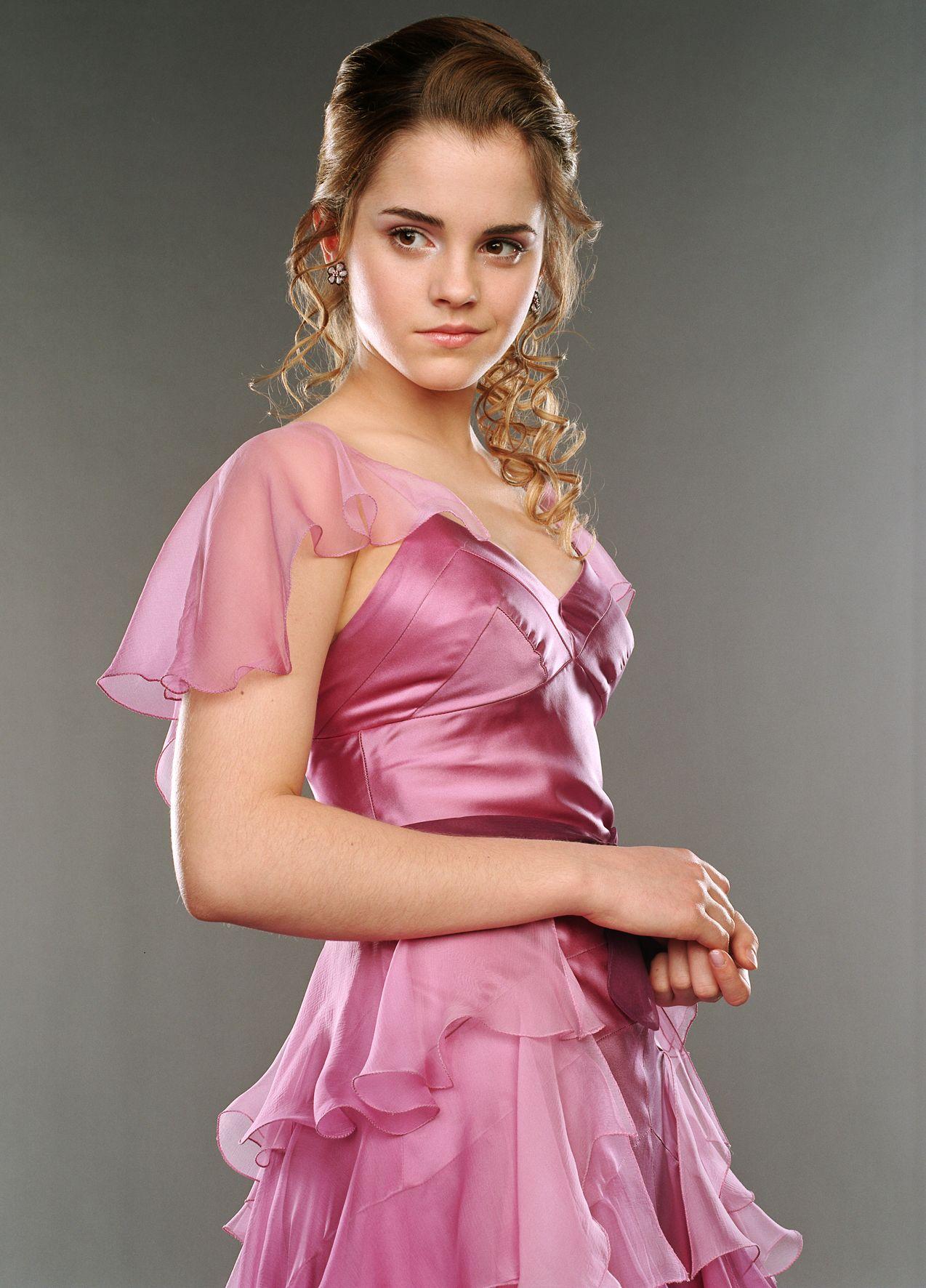 Pin Von Mr Stark Auf Emma Watson Hermine Granger Harry Potter Hermione Kleider Fur Balle