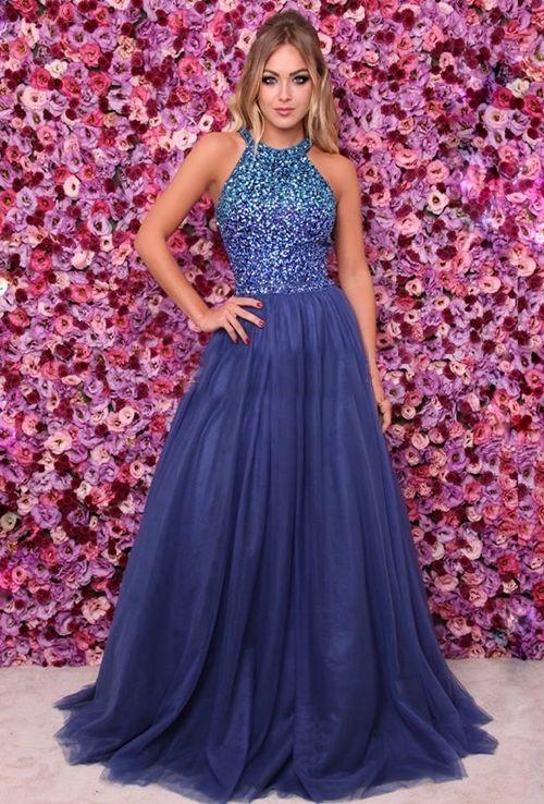 Sonhar com vestido azul marinho
