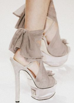 cream-leaf:    le-casse-noisette:    I want shoes like these!    I am a white, brown, neutral cafe blog.