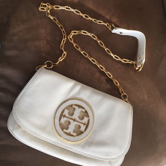 New Tory Burch Crossbody Basically Bag I Ve Worn It Twice To Special Events However There S A Very Faint Scratch On The Leather M Sure Can