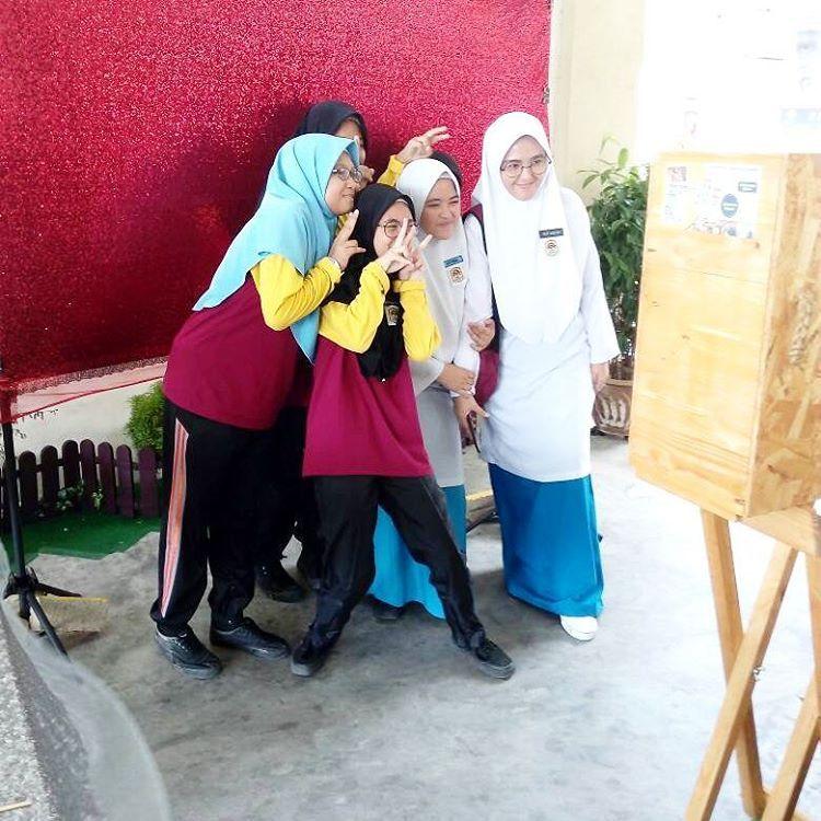 Majlis Sambutan Hari Guru 2017 Smk Damansara Alif Johor Bahru Cikgu Cikgu Sporting Dengan Tema Back To School Memang Meriah Jom Bo