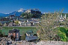 http://www.kinderhotelpost.at/de-ausflugsziele.htm  Das Familien Erlebnis Hotel Post liegt inmitten des Salzburger Saalachtals. Die Region um das Familienhotel Post bietet tolle Ausflugsziele, wie die Stadt Salzburg, Berchtesgaden, oder der Salzburger Pongau.
