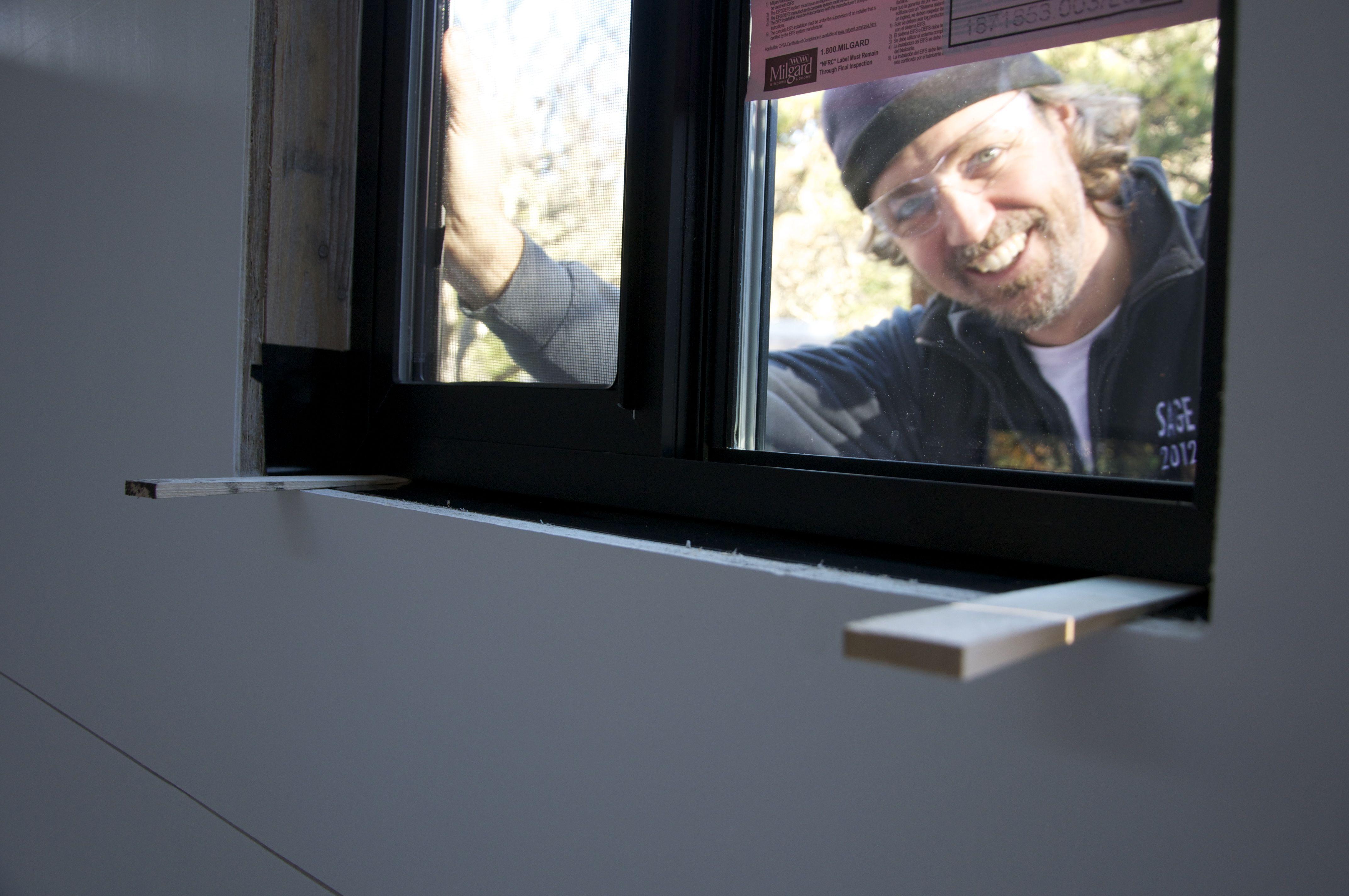 How to properly install flash tiny house windows
