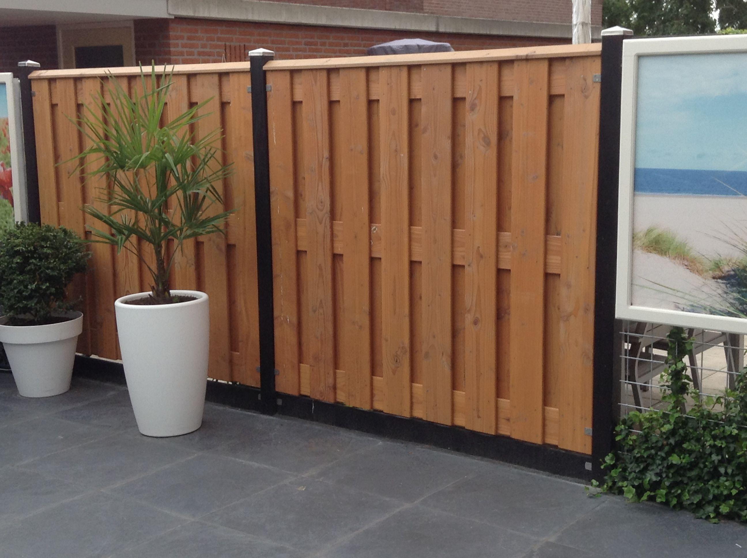 Nubuiten project hout beton schutting met hardhouten schutting delen afgewerkt met - Deco lounge hout ...