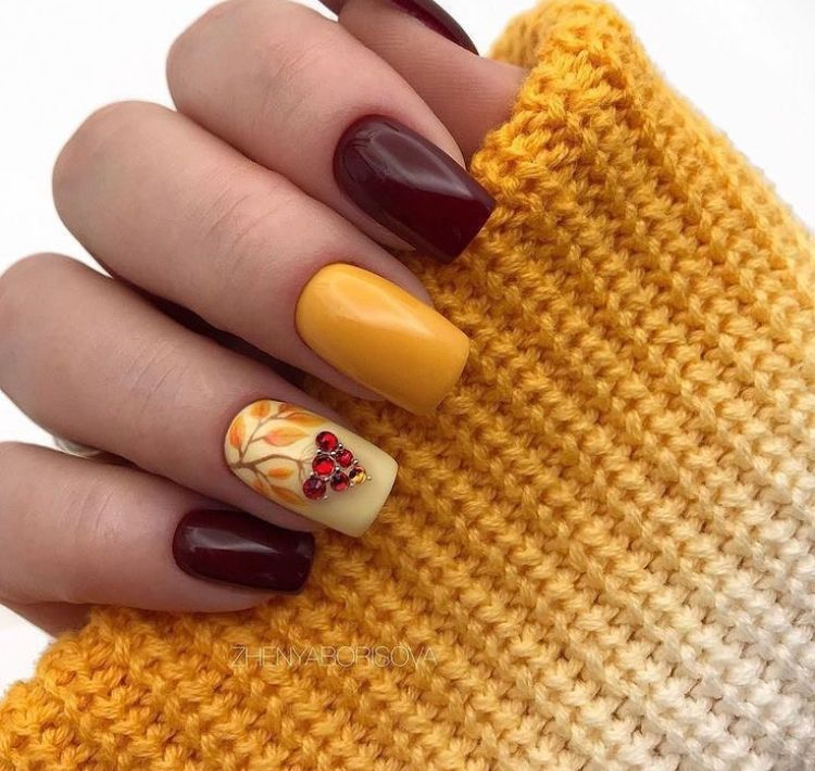 Pin By Zhanna Zhanna On Manikyur V Osen In 2020 Yellow Nails Fall Nail Designs Fall Acrylic Nails