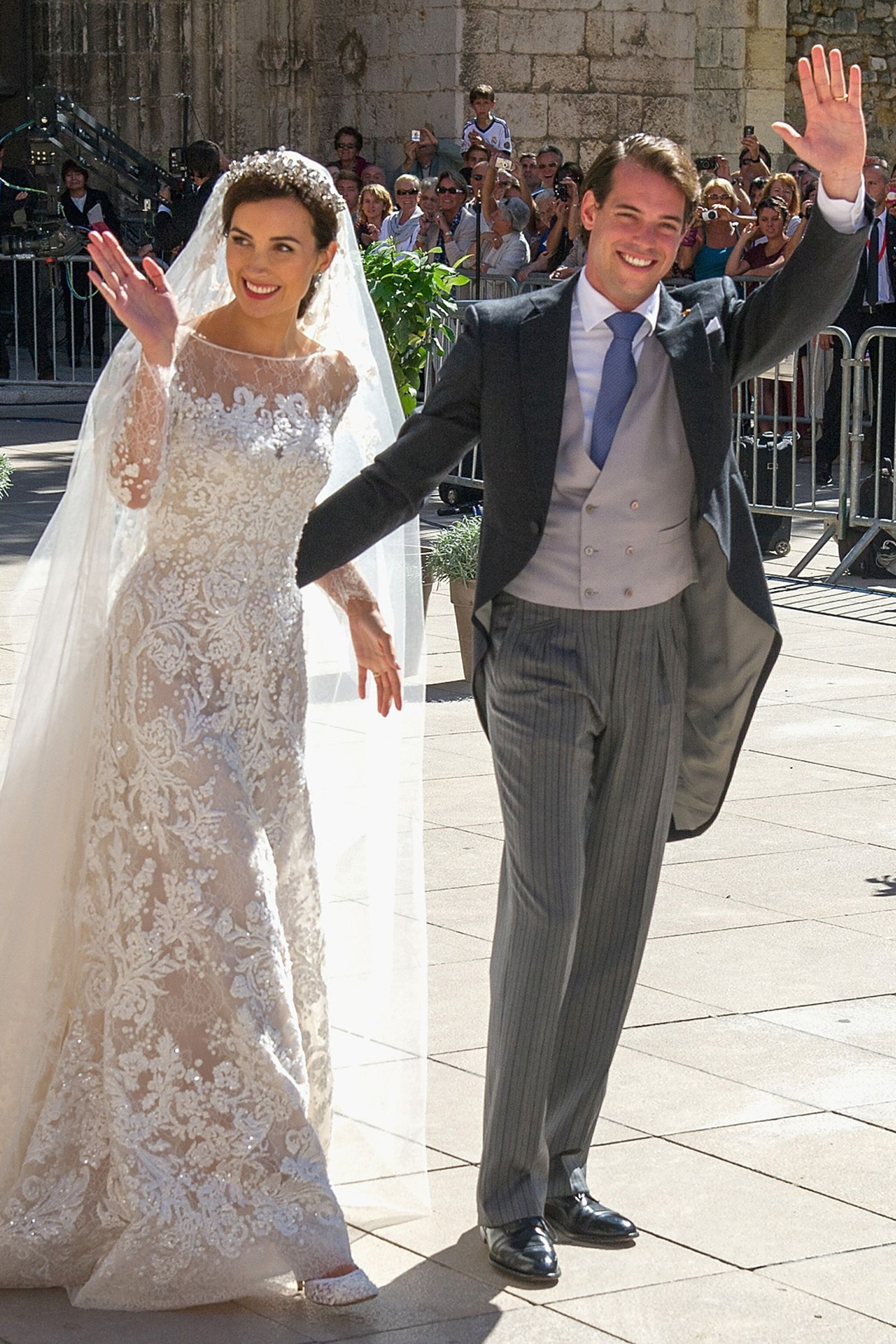 You Probably Forgot About These Royal Weddings Kate Wedding Dress Royal Family Weddings Royal Weddings [ jpg ]