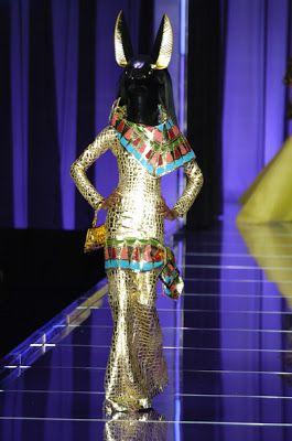 Le Luxe Mannequin: Unique Fashion Runway Sets