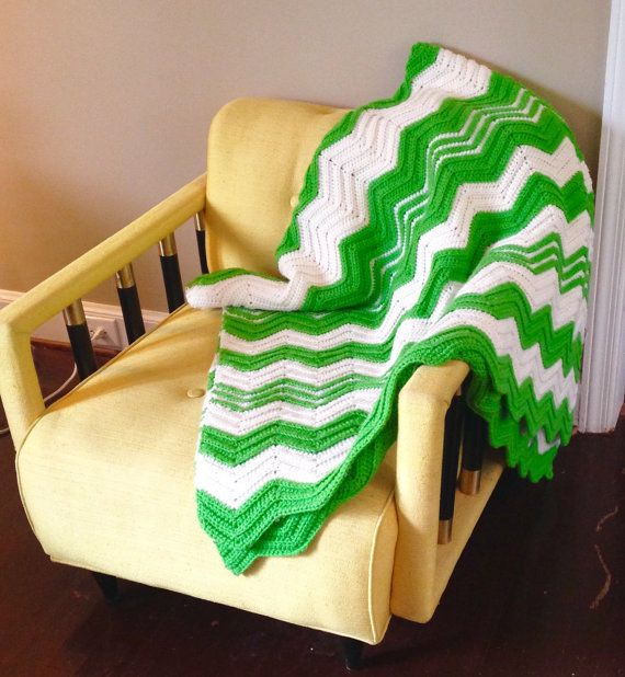 Green + White = Gorgeous!  by livingavntglife on Etsy