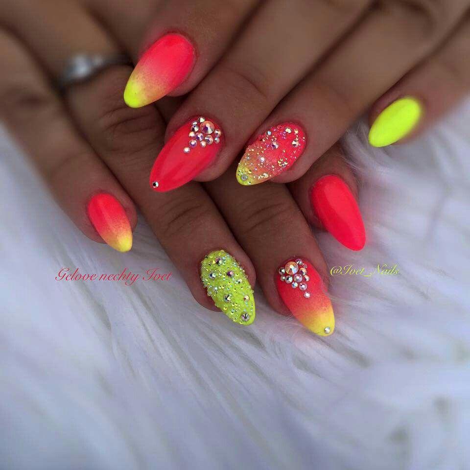 Pin by Boglarka Becze on Körmök | Pinterest | Neon nails, Manicure ...
